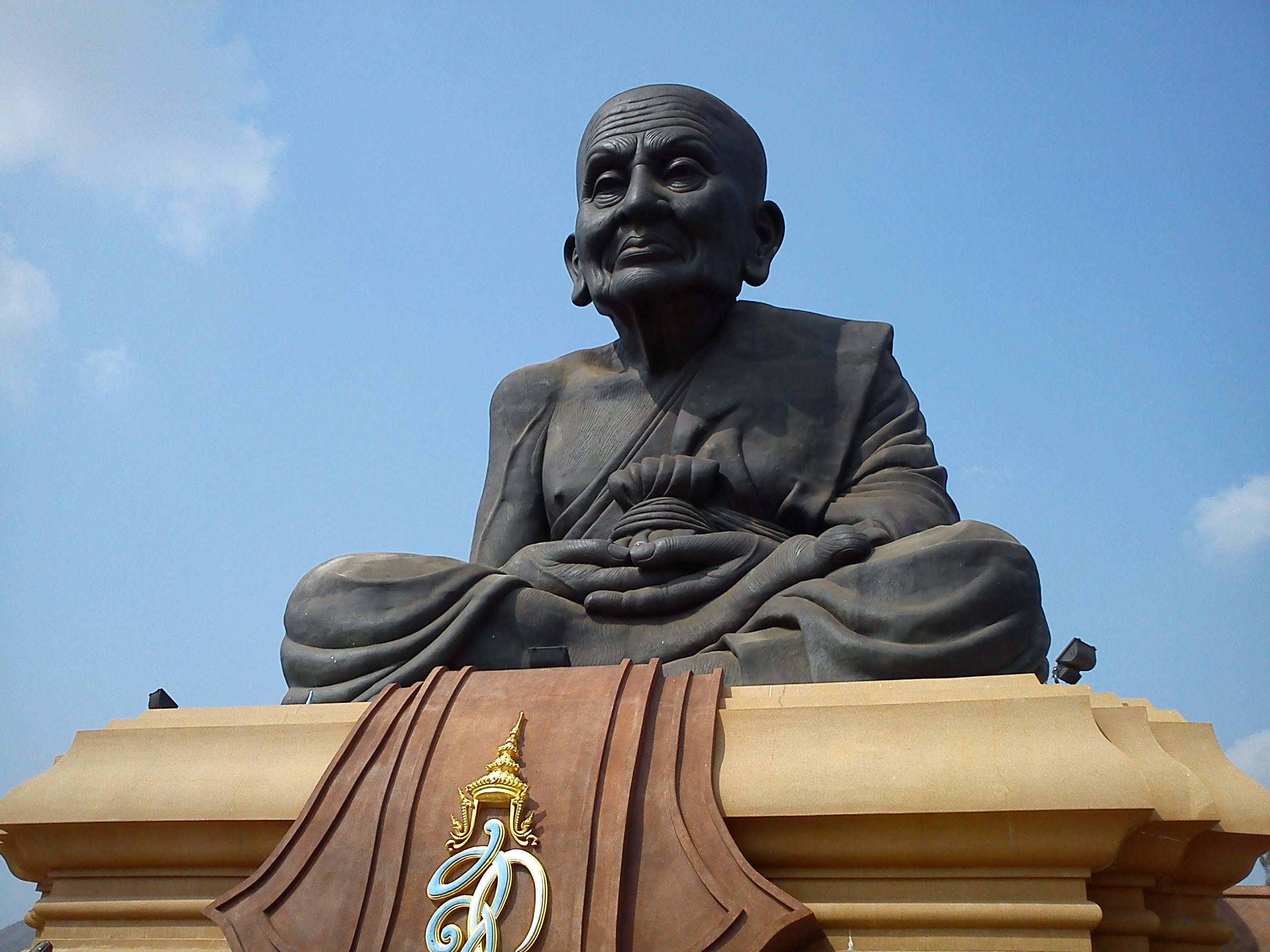 「Wat Huaymongkol」的圖片搜尋結果